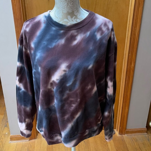 Wild Fable tie dyed sweatshirt. Size small